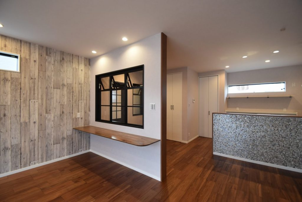 リビングの装飾窓がお洒落な~ブルックリンスタイルの家~