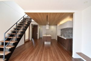 【施工事例】最新デザインの外壁材を室内にも使用した ~こだわりを詰め込んだ家~